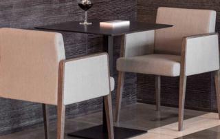 Poltrona imbottita indoor serie Jil per arredare bar e ristoranti