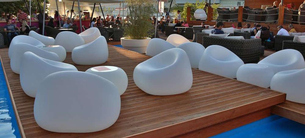 Sedie tavoli sgabelli per arredare bar e ristoranti dsedute for Divanetti da esterno