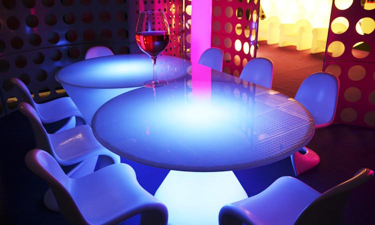 Sedie tavoli sgabelli per arredare bar e ristoranti dsedute - Tavolo luminoso per disegno ...