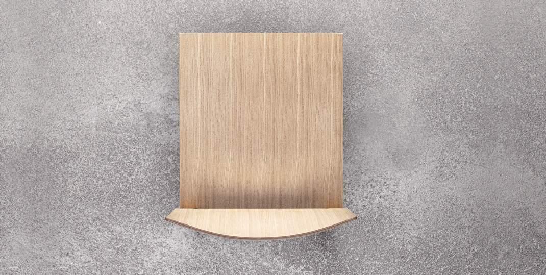 Sgabello in legno massello di rovere e in tamburato Brera