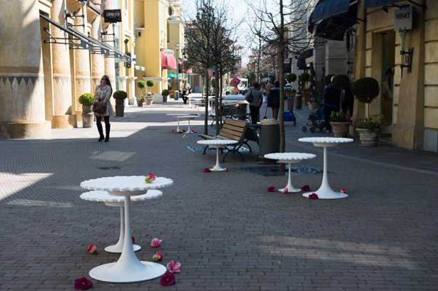 Tavolo bar modello Alice progettato per l'esterno