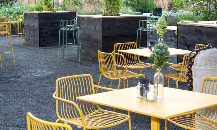 Sedia da esterno nolita in acciaio per l 39 arredo bar for Arredo esterno design