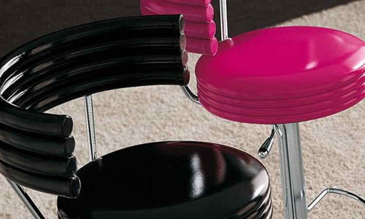 Sgabello bar imbottito con seduta in pelle o ecopelle dsedute