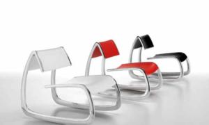 Poltroncina lounge moderna con struttura in alluminio