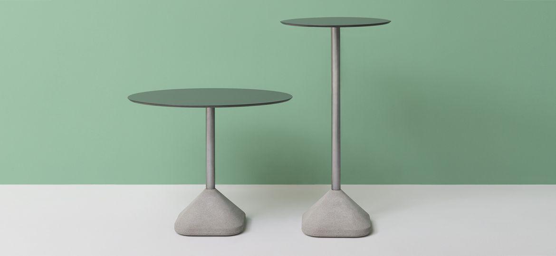 Tavolo bar con base centrale modello Concrete
