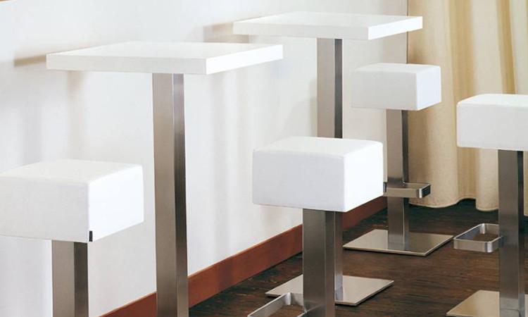 Banco bar in legno e acciaio inox completo di frigo pedana retro