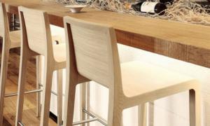 Sgabello in legno modello Young