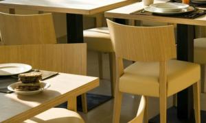 Sedia ristorante imbottita in massello modello Elle