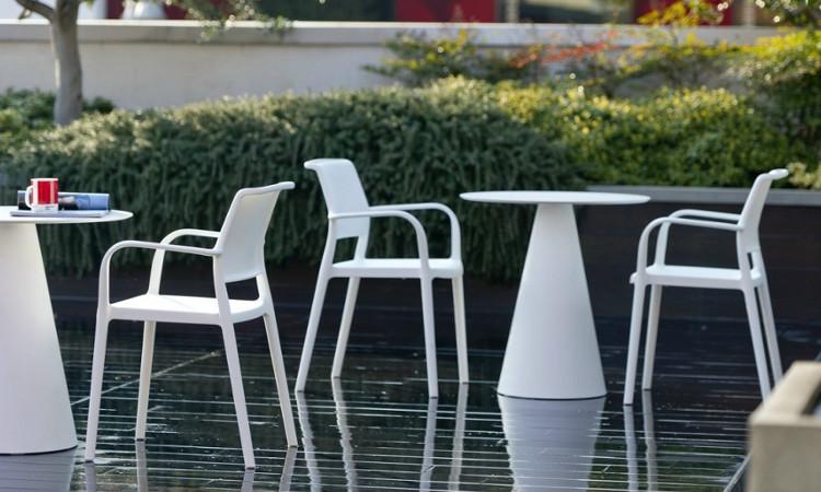 Tavolo ikon per l arredo indoor e outdoor dsedute for Arredo outdoor outlet