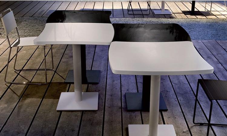 Tavolo con base in ghisa e piedini regolabili Amelie