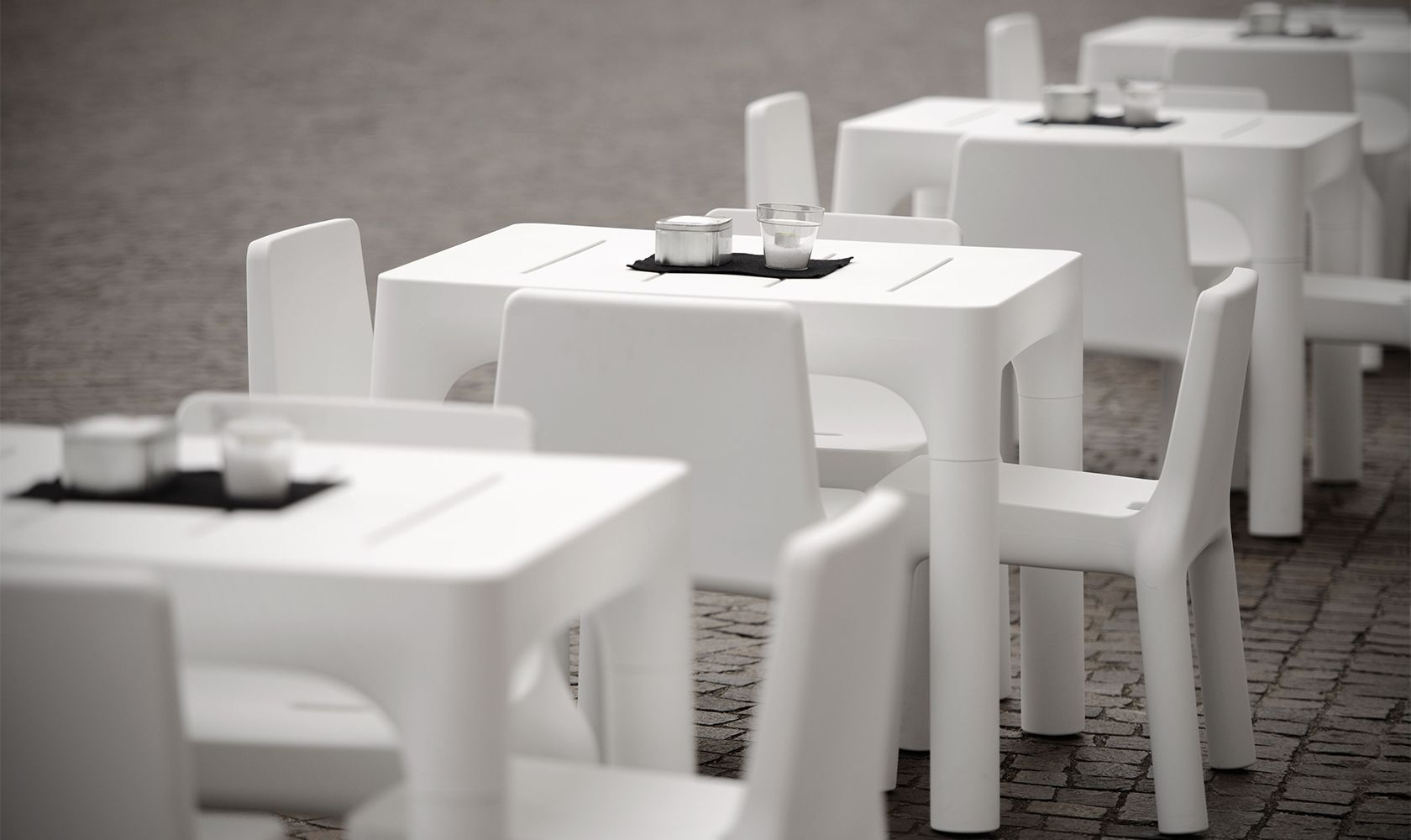 Tavolo con gambe smontabili modello simple dsedute for Divani con gambe