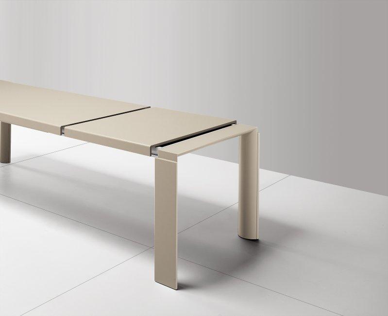 Tavolo in legno massello modello Trendsetter