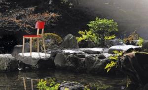 Sedia in in legno colore rosso porta venezia