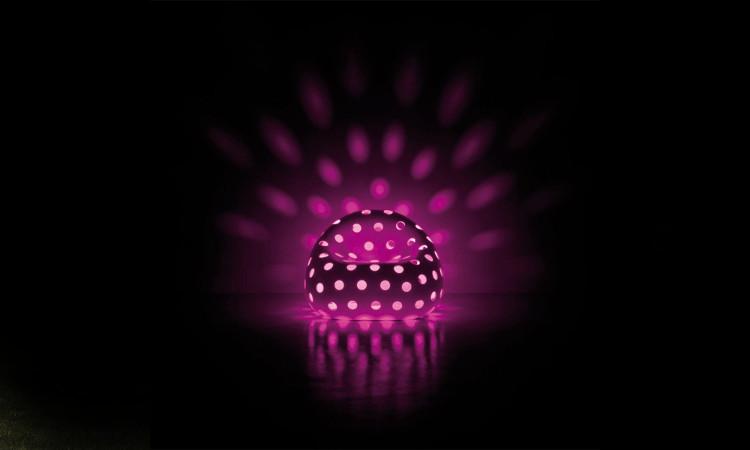 poltrona luminosa colore magento da esterno airball