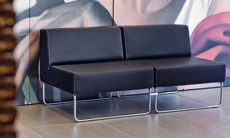 seduta modulare host in pelle nera