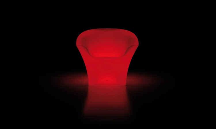 Poltrona Ohla, per spazi interni e esterni versione luminosa