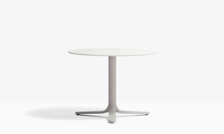 Tavolo bar con base centrale modello Fluxo