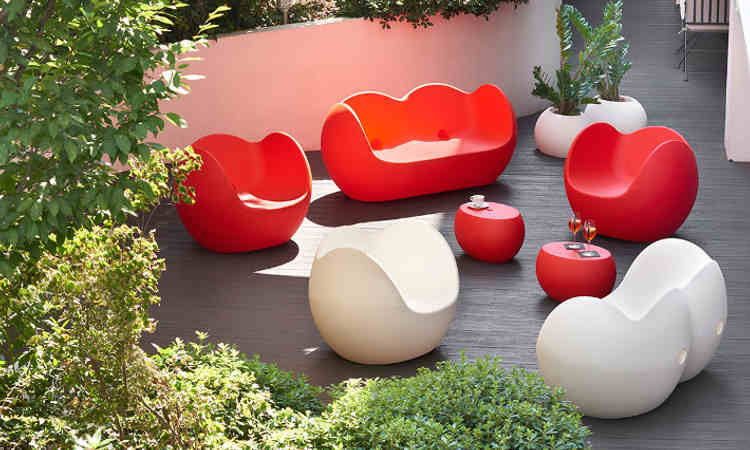 Divano moderno due posti per spazi interni ed esterni modello Blossy