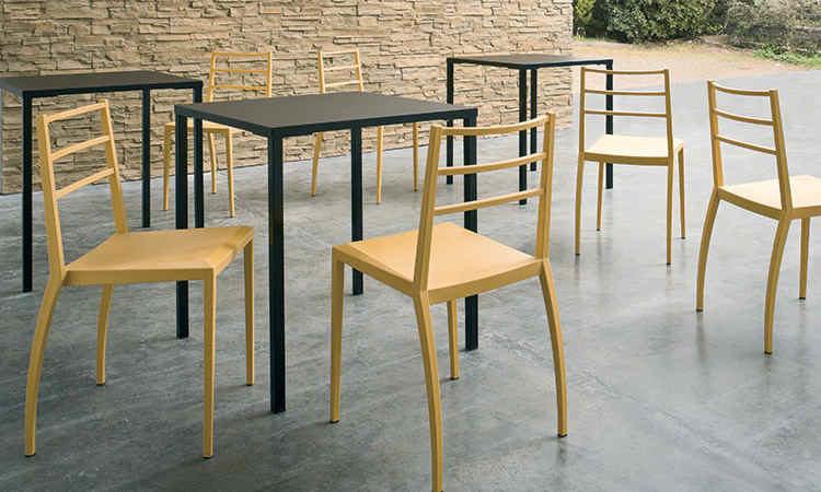 Tavolo impilabile da esterno modello Simply