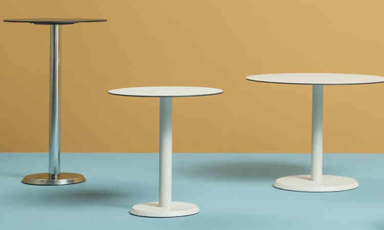 Tavolo bar modello Linea con ripiani in diverse dimensioni