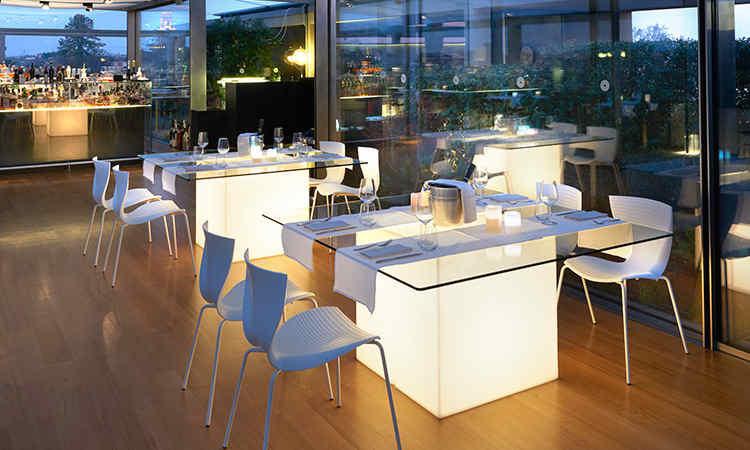 Tavolo ristorante luminoso modello Square