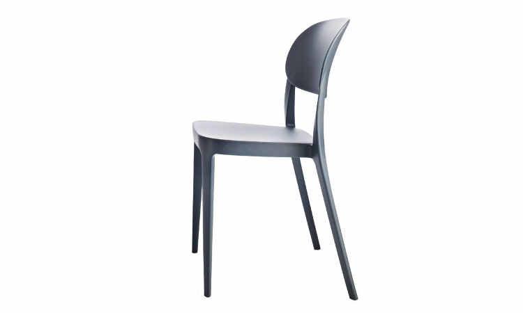 Amy, sedia Impilabile disponibile con o senza braccioli