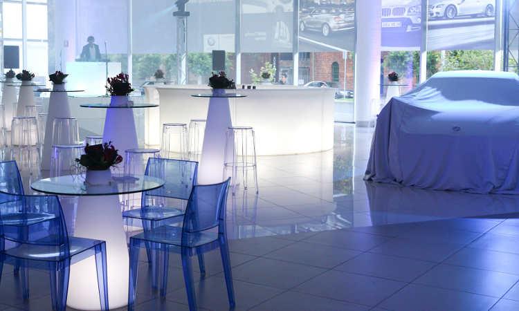 Peak, tavolo luminoso per spazi interni ed esterni