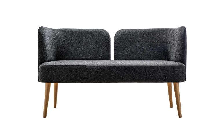 Metropolitan, divano imbottito con rivestimento in tessuto o ecopelle