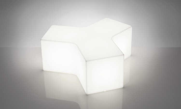 Ypsilon, panca modulare e luminosa per interni ed esterni