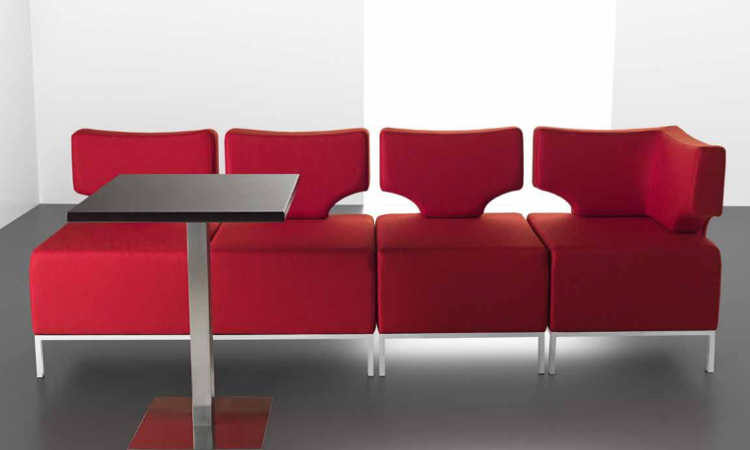 Dexter, divano formato da moduli imbottiti