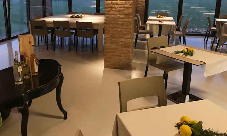 Natural Tiffany, tavolo a base centrale per interni