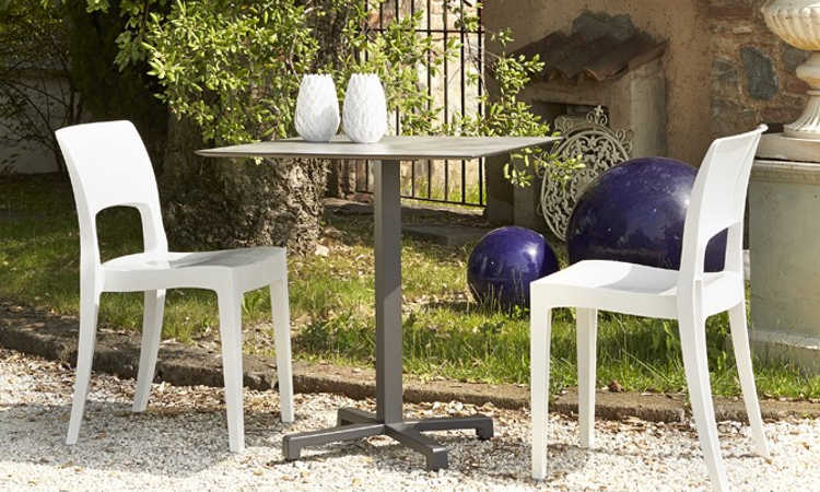 Isy, sedia bar impilabile, per l'arredo contrac indoor e outdoor