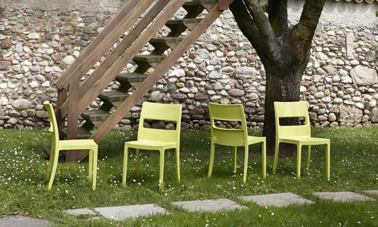 Sai, sedia moderna, impilabile, per l'arredo indoor e outdoor