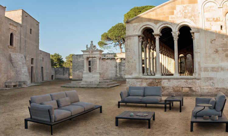 Tami, divano modulare due, tre posti per spazi esterni e interni