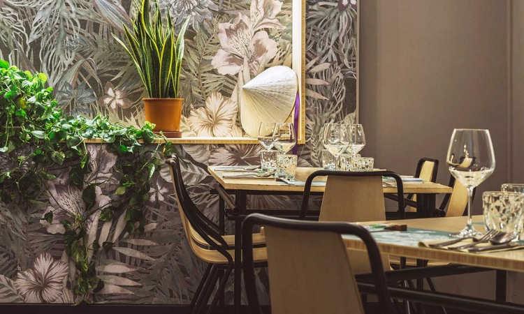 Ola, sedia ristorante impilabile per uso indoor e outdoor