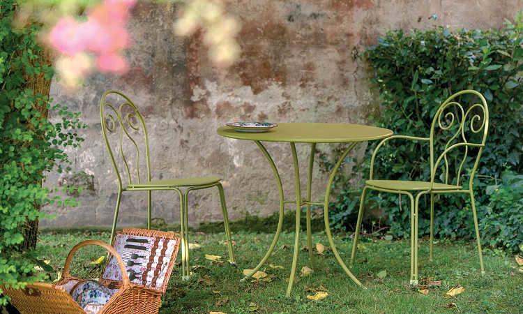 Caprera, sedia da giardino dal design classico