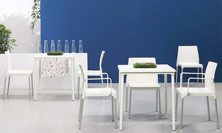 Duo, tavolo impilabile, quattro gambe, da esterno