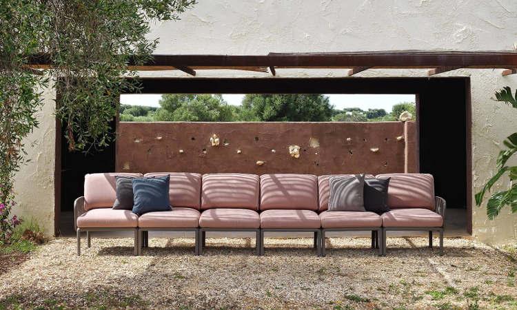 Komodo 5, divano modulare per l'arredo outdoor