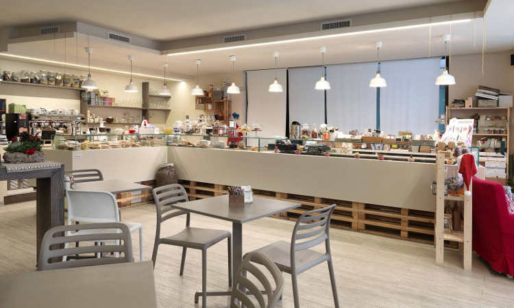 Costa, sedia bar Impilabile per l'arredo indoor e outdoor