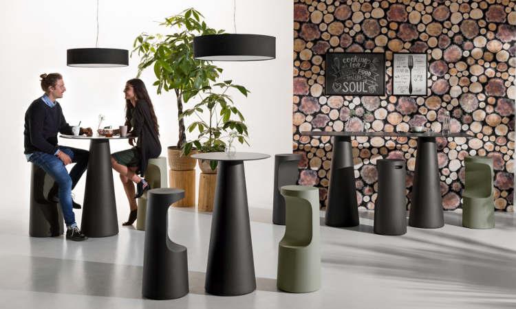 Fura Dining, tavolo in polietilene per l'arredo indoor e outdoor