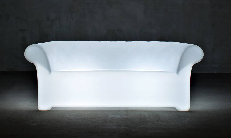Sirchester, divano luminoso per l'arredo indoor e outdoor