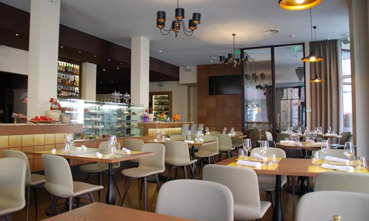 Liù, sedia ristorante Imbottita per ambienti interni