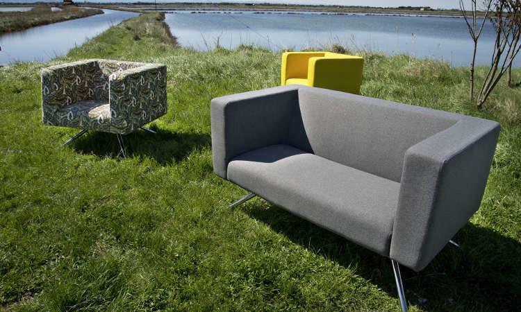 Ubo, divano imbottito per ambienti interni