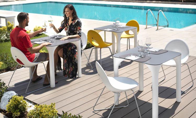 Pure, tavolo quattro gambe per l'arredo indoor e outdoor