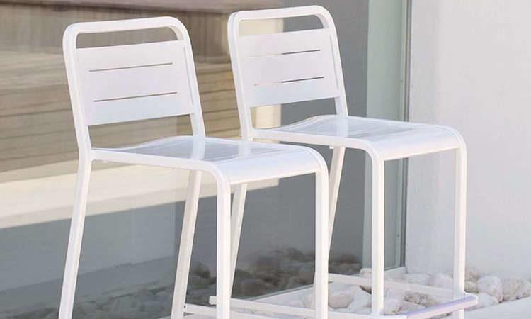 Urban, sgabello in alluminio per l'arredo outdoor