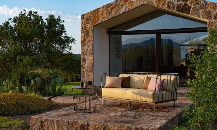 Cannolè, divano modulare da giardino e spazi esterni