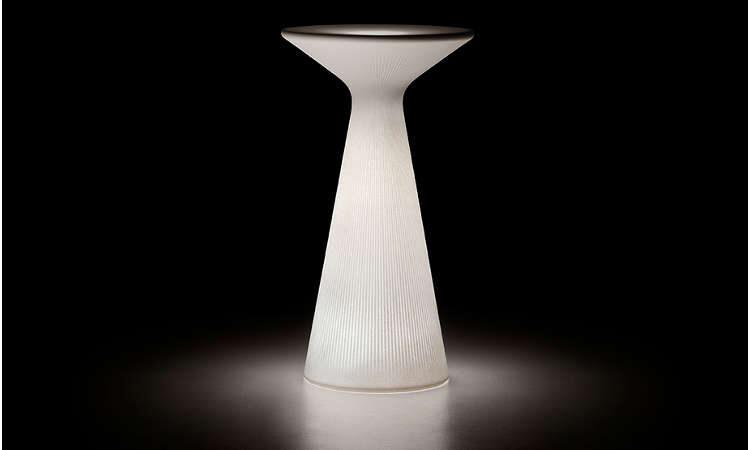 Fade, tavolo snak luminoso per l'arredo indoor e outdoor