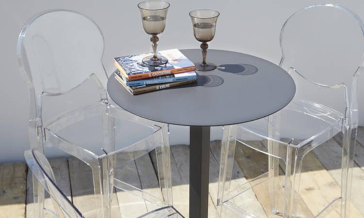 Igloo, sgabello impilabile per l'arredo indoor e outdoor